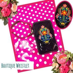 Handbags - BOUTIQUE New Black Floral Embroidered Wristlet